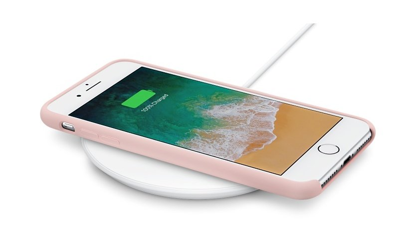 Belkin Wireless Charger charging iPhone 8
